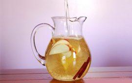 νερό με μήλο και κανέλα